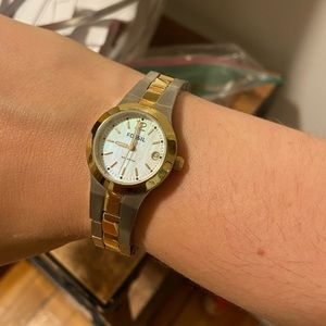 Fossil stainless steel link watch *NEEDS BATTERY*